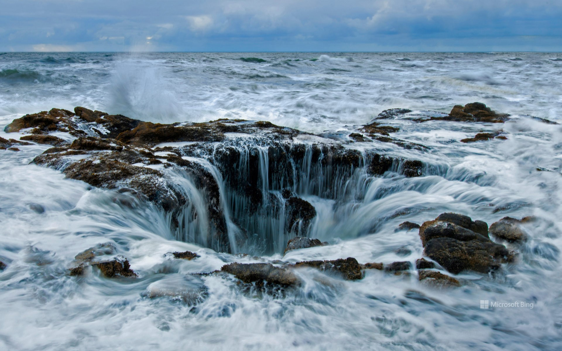 Thor's Well at Cape Perpetua on the Oregon coast, USA