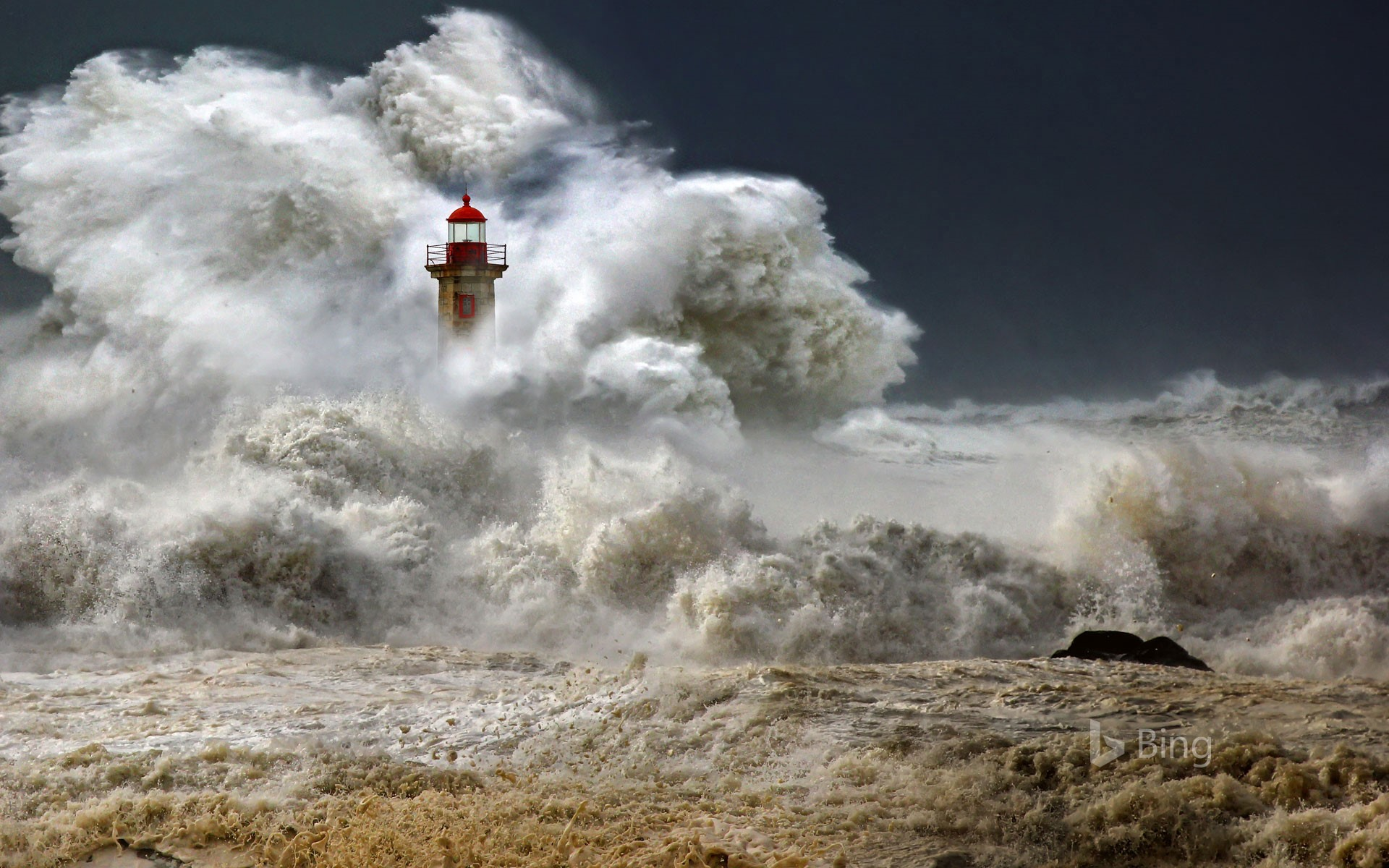Farolim de Felgueiras, a lighthouse in Porto, Portugal (© Veselin Malinov/500px)