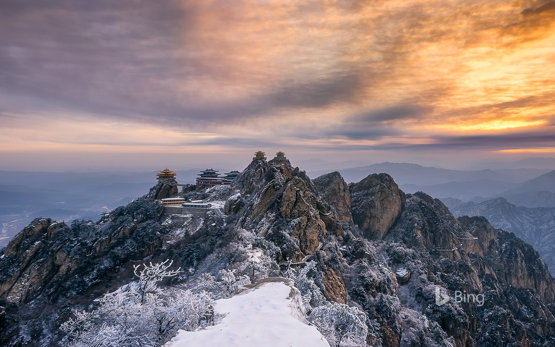 [Xiaoxue today] Sunset view of the temple on the top of Laojun Mountain, Luoyang, Henan Province, China