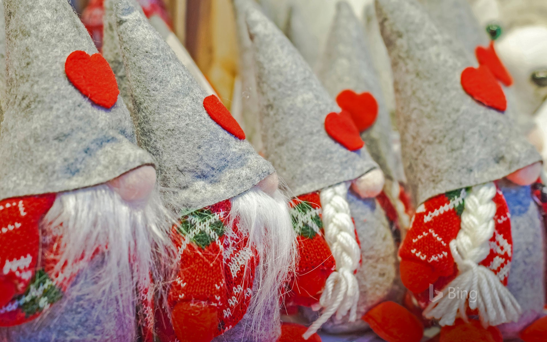 Gnomes for sale at a christmas market in pergine valsugana for Christmas decs sale