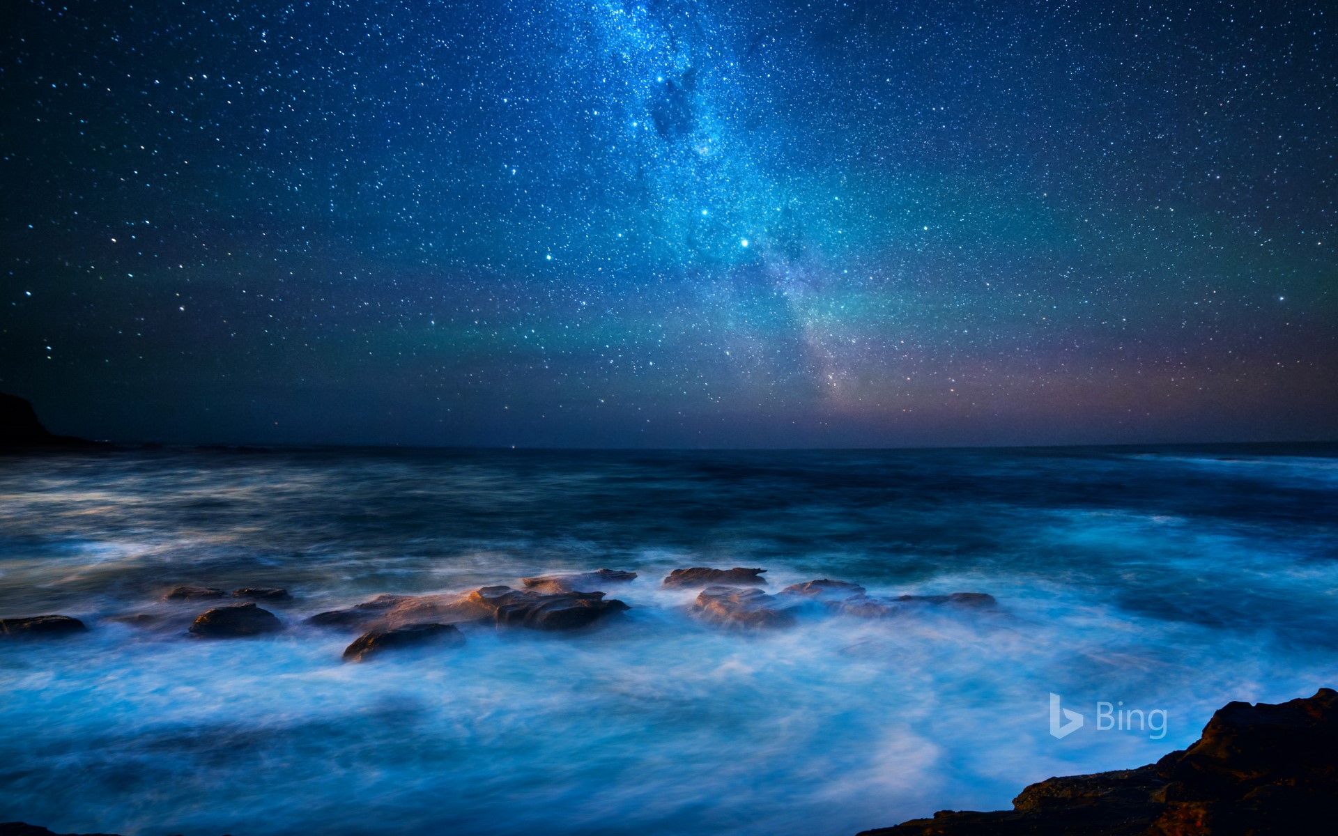 View of the Milky Way from the Great Ocean Road, Victoria, Australia (© idizimage/iStock/Getty Images Plus)