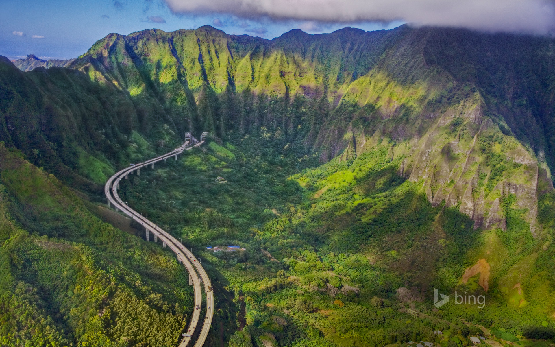 Interstate H-3 on the island of Oahu, Hawaii (© Royce Bair/Getty Images) - Bing Wallpapers ...