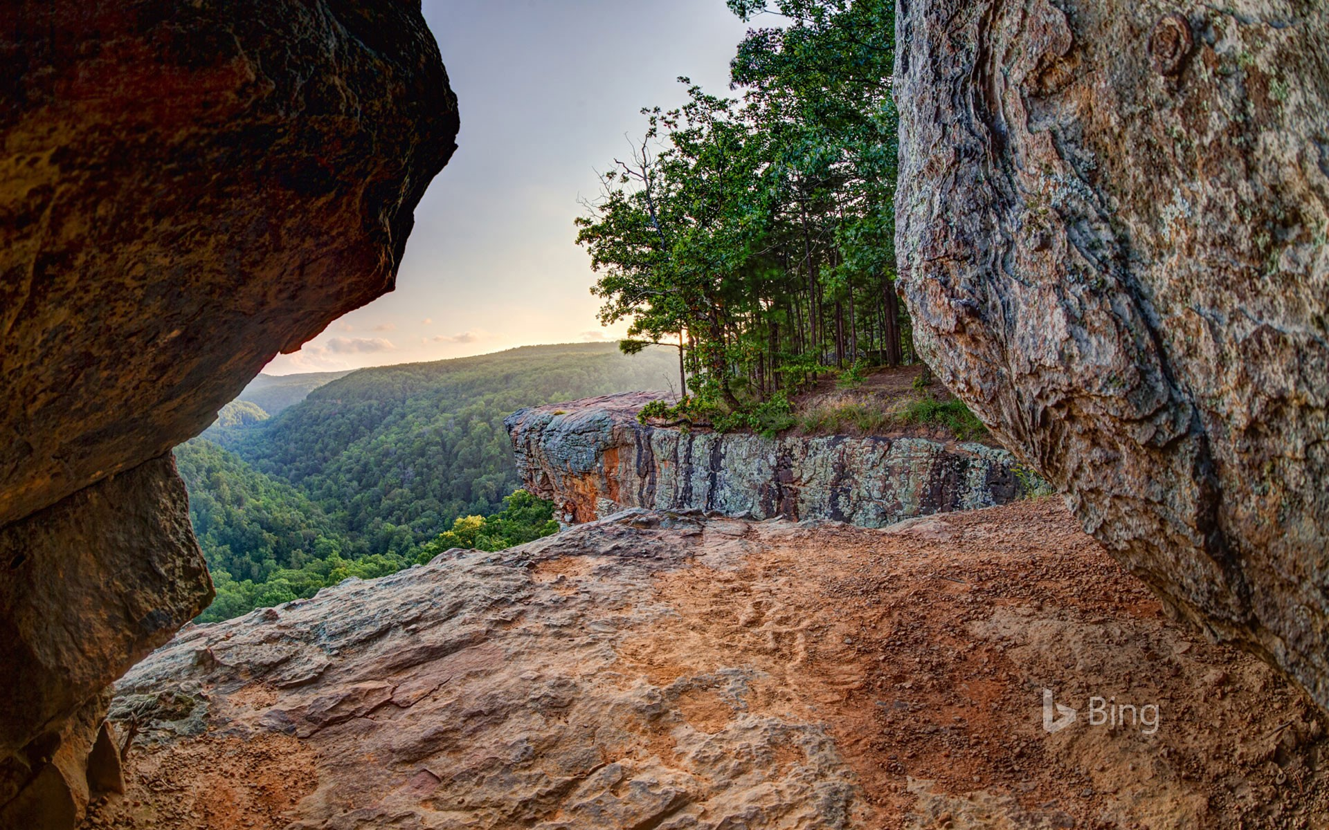 Lookout east of Whitaker Point Trail (Hawksbill Crag) in the Upper Buffalo Wilderness Area, Ozark National Forest, Arkansas