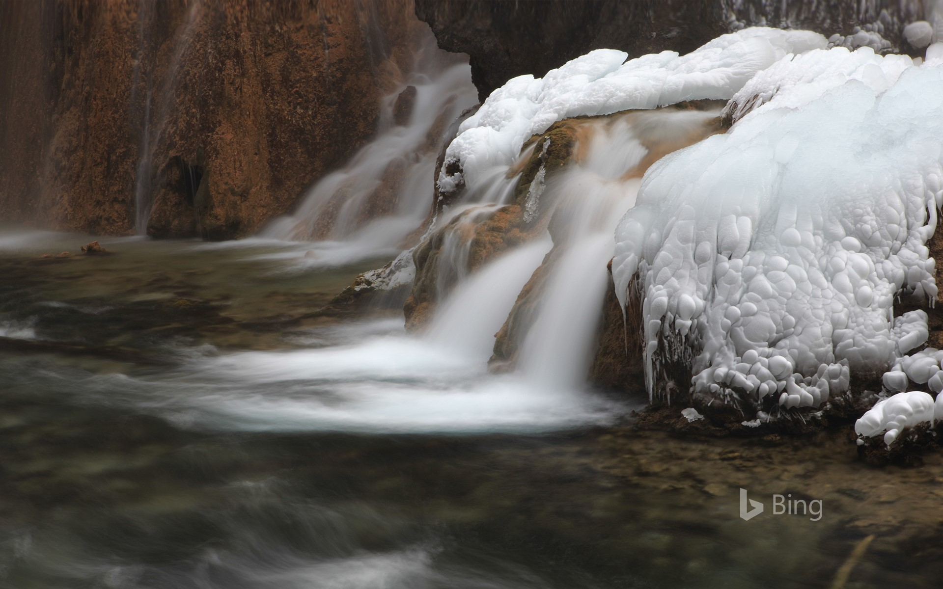 "[Today's Lidong] A frozen ""freeze"" stream, Jiuzhaigou County, Sichuan Province"