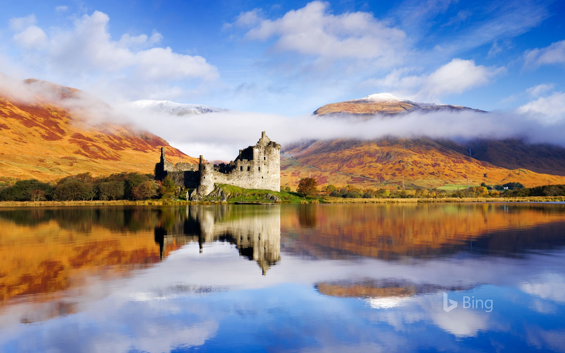Kilchurn Castle on Loch Awe in Argyll and Bute, Scotland (© Derek Croucher/Alamy)