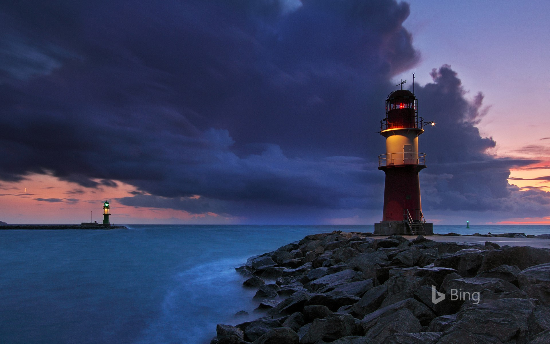 The lighthouses of Warnemünde, Rostock, Mecklenburg-Vorpommern, Gemany (© Sandra Kreuzinger/Moment Open/Getty Images)