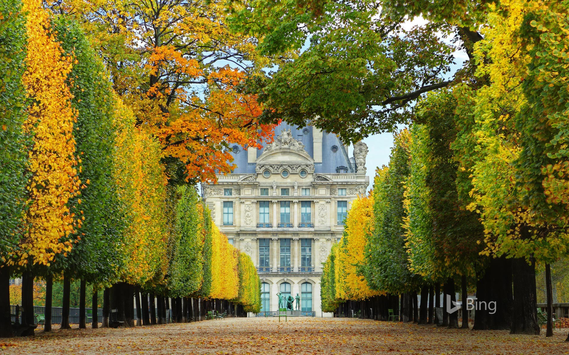 Jardin des Tuileries in autumn, leading to the Louvre Museum in Paris, France (© Brian A. Jackson/Getty Images Plus)