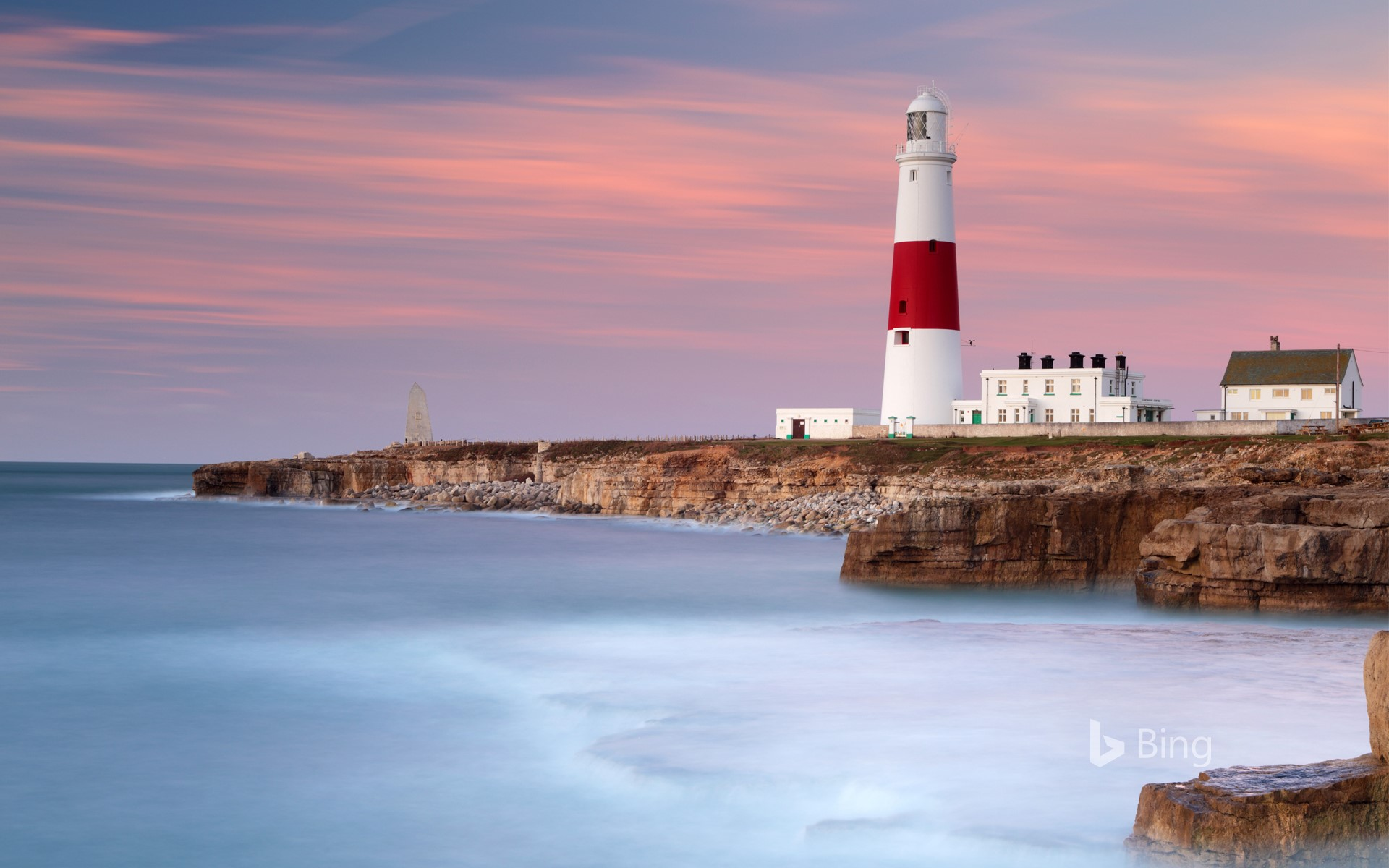 Dawn sunlight and waves at Portland Bill Lighthouse, Dorset, England (© Lee Pengelly/Getty Images Plus)