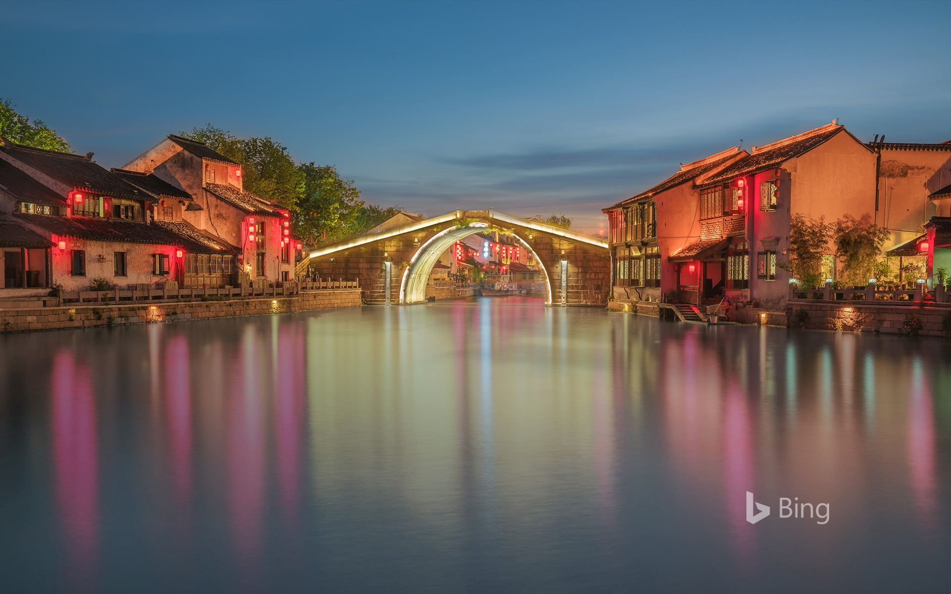 Qingming Bridge in Wuxi, China (© Hanyu Qiu/Shutterstock)