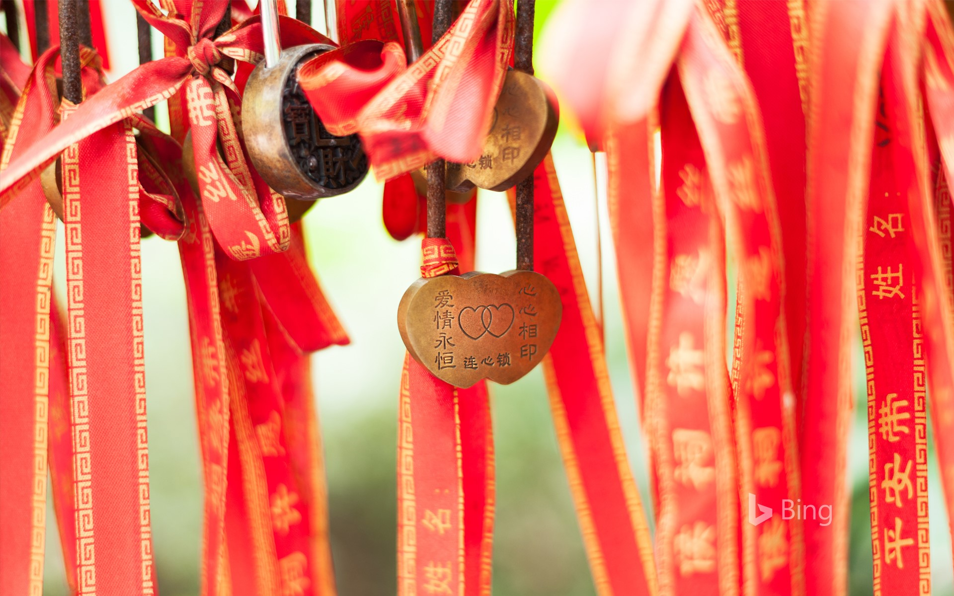 【今日七夕】Love locker on a red stripe hanging in a temple in Chengdu, China