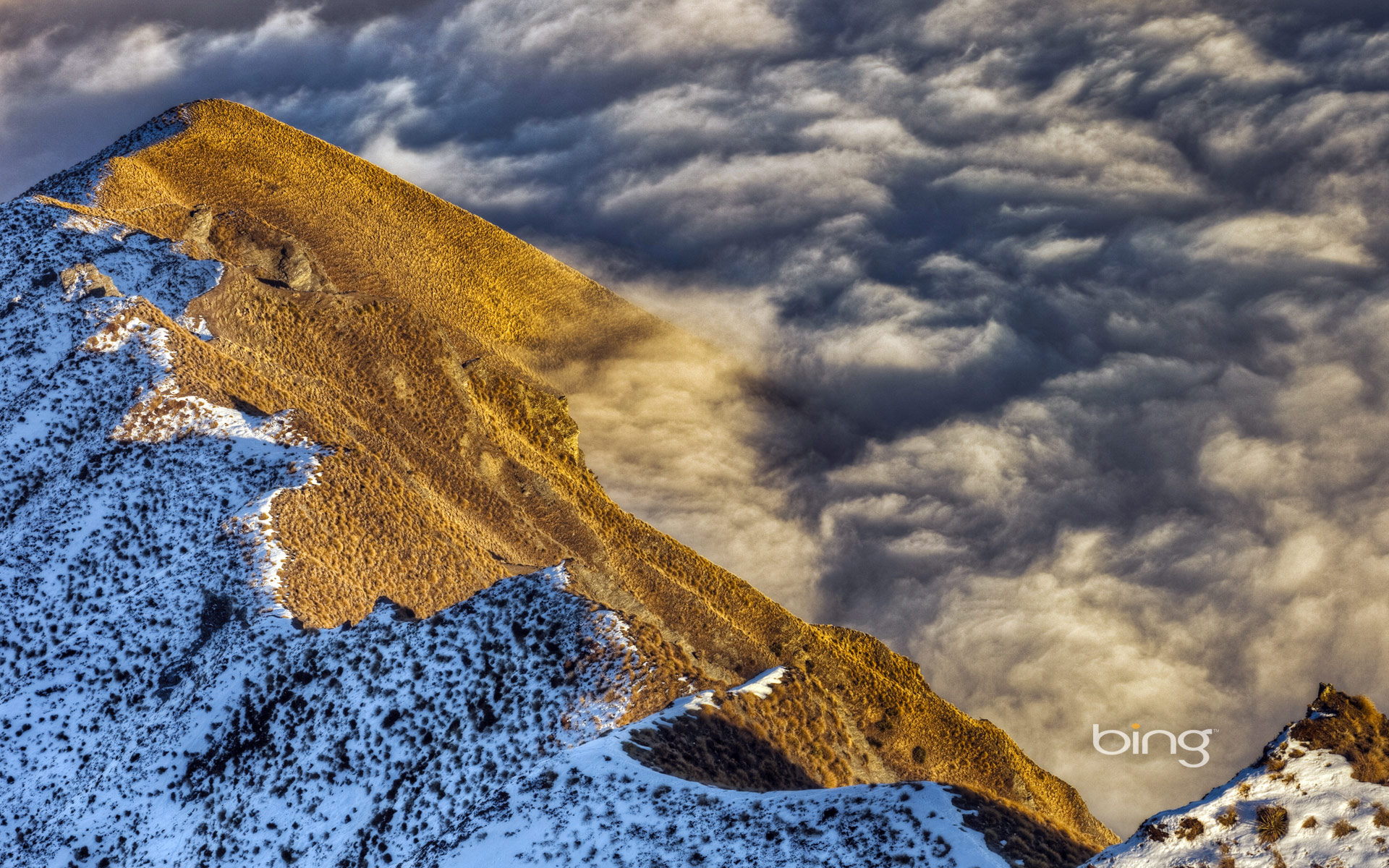 Sea of clouds over Lake Wanaka in Central Otago, Southern Alps, New Zealand