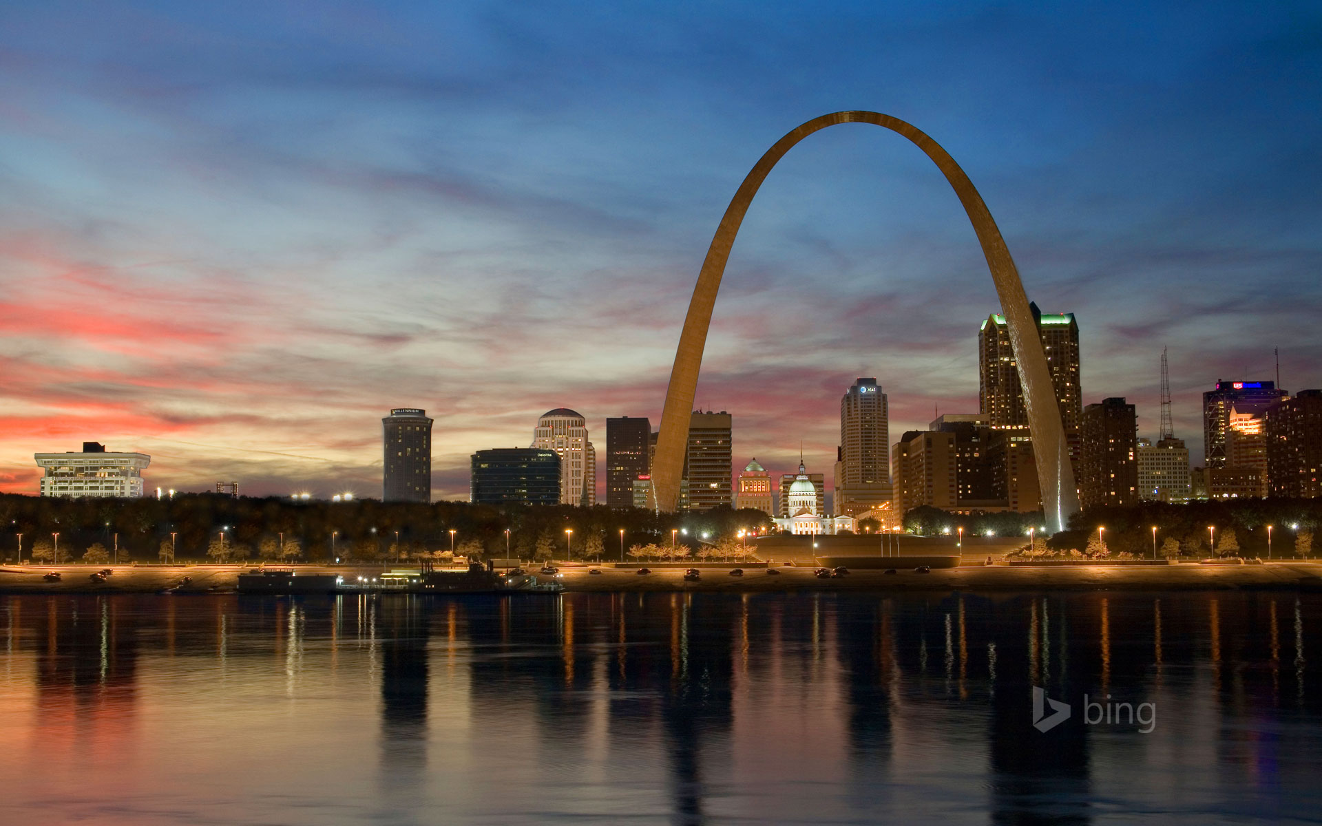 St. Louis skyline and Gateway Arch, Missouri