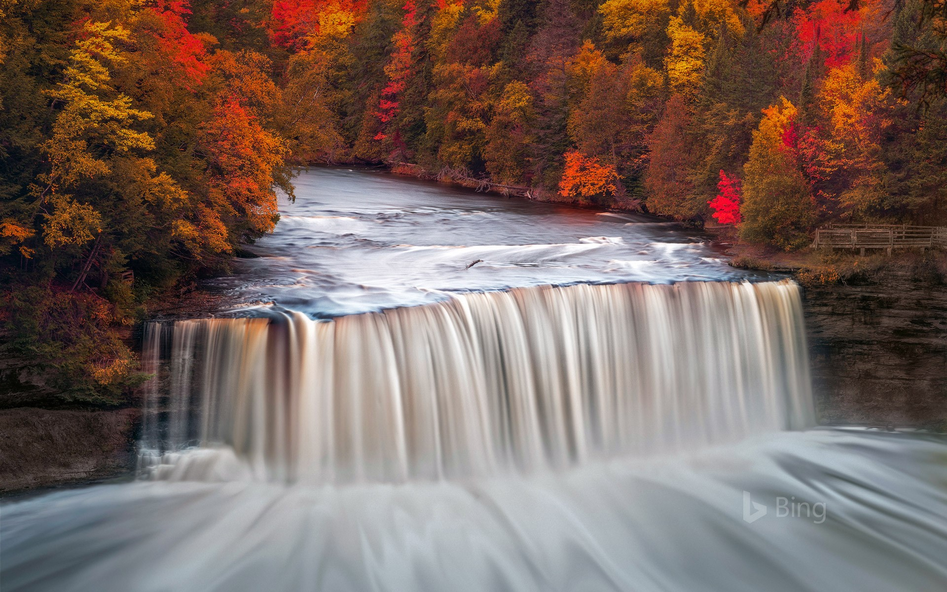 Upper Tahquamenon Falls in Tahquamenon Falls State Park, Michigan, USA