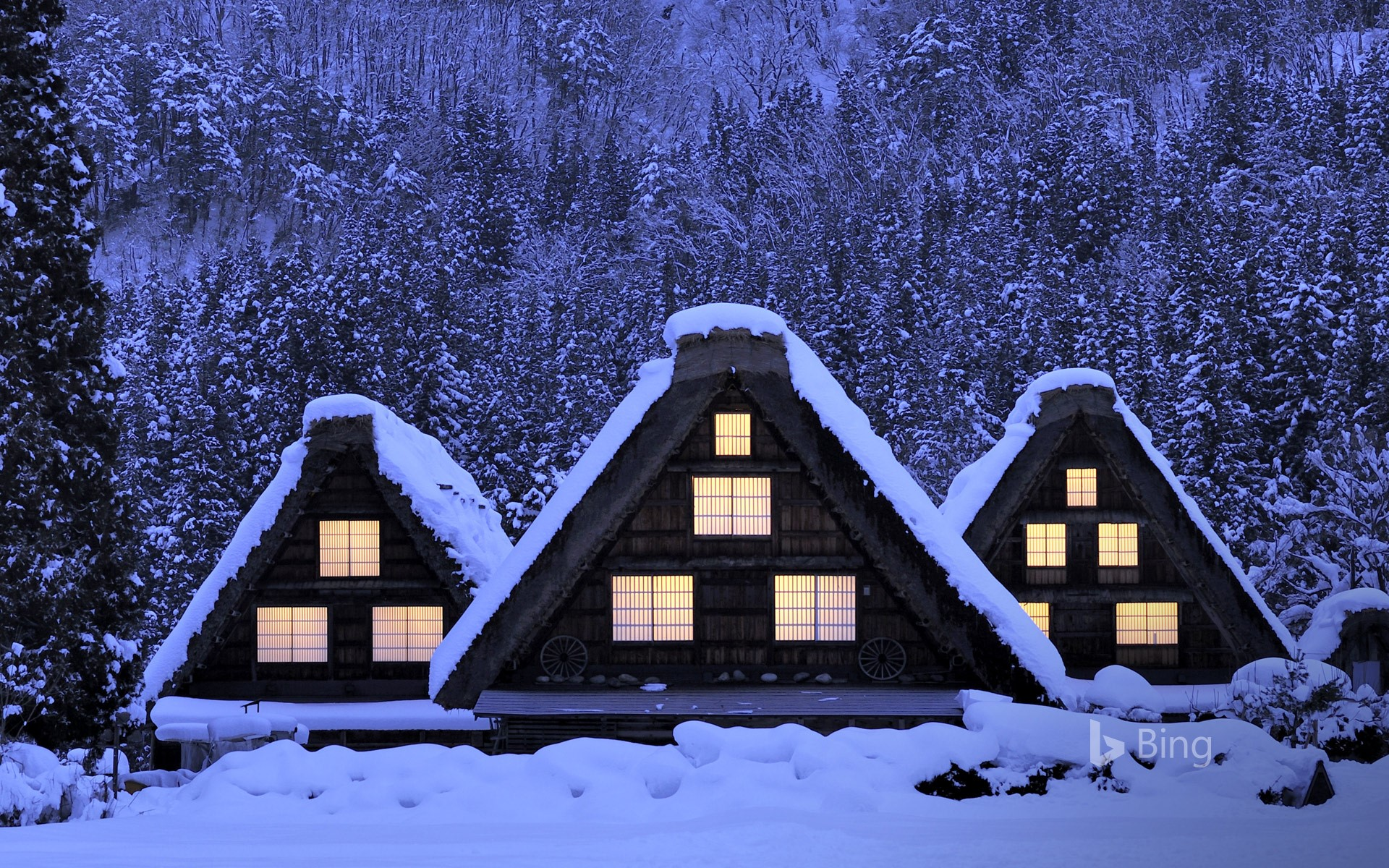 Snow-covered Gassho-style houses in Ogimachi Village in Shirakawa-gō, Japan