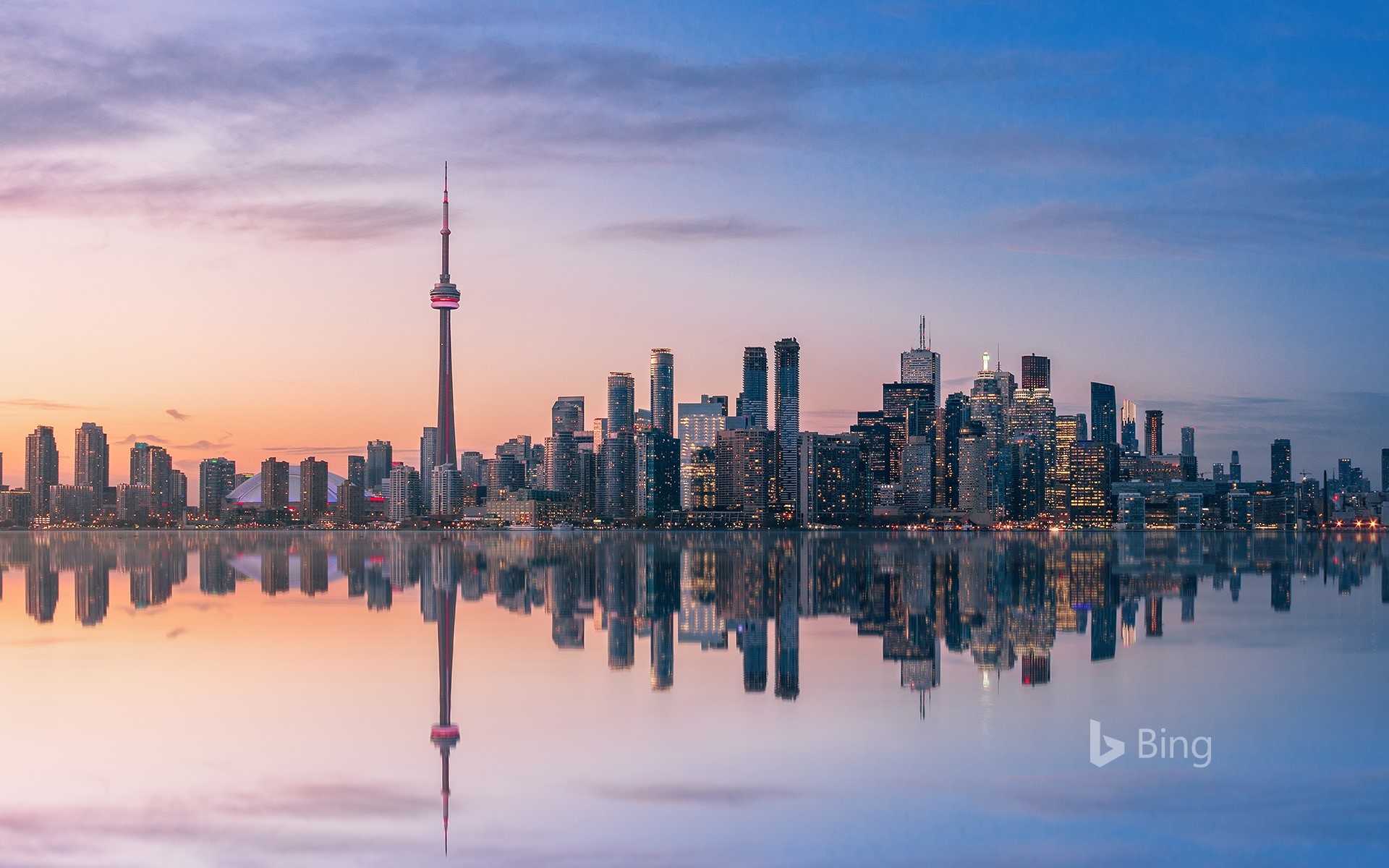 Skyline at sunset, Toronto, Canada