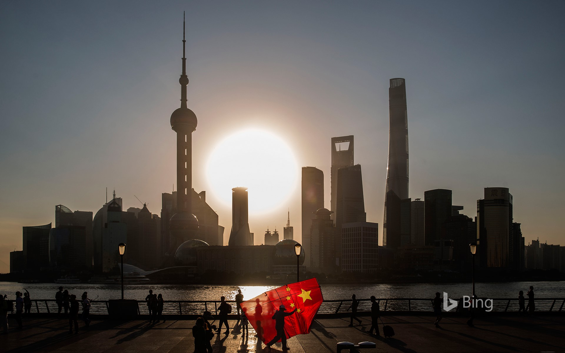 [National Day Today] People flying kite flags, Shanghai, China